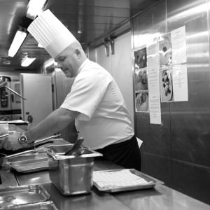 Kjøkkensjefen som lager mat med selvtillit og kjærlighet