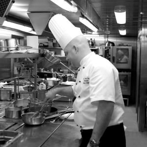 Marcus Lindqvist har jobbet på store og små restauranter i hele Skandinavia.