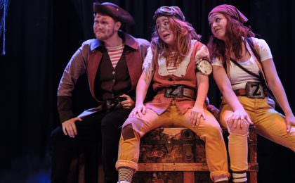 Piratshow på barnas båt